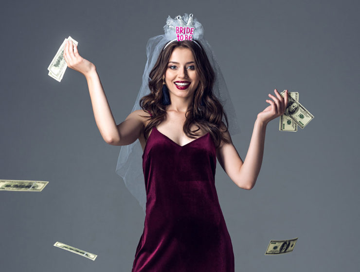bride-dropping-money
